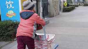 News video: Seven-year-old delivery boy sparks child poverty debates and concern in China - TomoNews