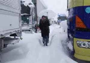 News video: Hundreds of Vehicles Trapped on Highway by Thick Snow in Japan's Fukui Prefecture