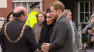 News video: Harry and Meghan get warm welcome in chilly Edinburgh