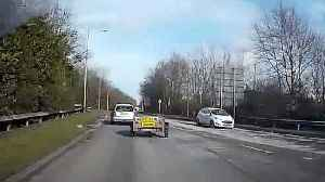 News video: Walkabout on roundabout! Trailer becomes detached from moving car