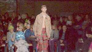 News video: LGBT rainbow stars at Christopher Bailey's last Burberry collection