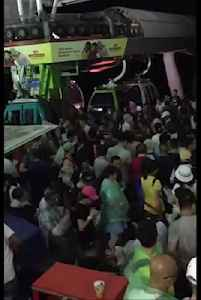 News video: Dozens Of Tourists Dangle For Hours In Stuck Cablecars