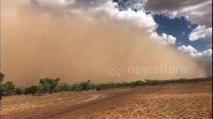 News video: Huge wall of dust towers above Queensland