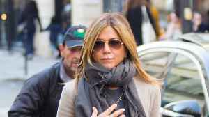 News video: Jennifer Aniston Has Ditched Her Wedding Ring