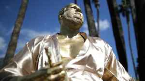 News video: Golden Statue of Harvey Weinstein Appears in Hollywood