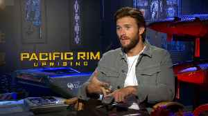 News video: John Boyega and Scott Eastwood shake talk differences on 'Pacific Rim Uprising' from the original movie
