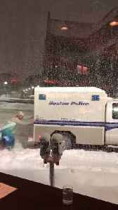 News video: Elsa To The Rescue! Guy In Frozen Costume Helps Boston Police Stuck In Snow