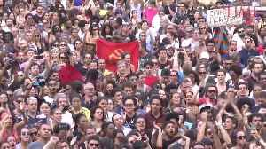 News video: Thousands Mourned the Death of a City Council Woman in Rio de Janeiro, Brazil