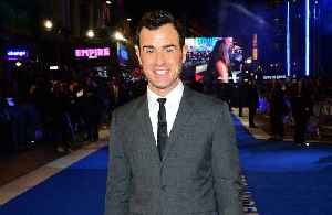 News video: Justin Theroux 'hitting the gym hard'