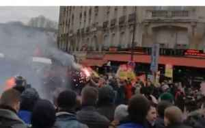 News video: Clashes Between Police and Strike Supporters Reported in Paris