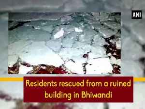 News video: Residents rescued from a ruined building in Bhiwandi