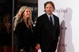News video: Russell Crowe pulls in $3.7M in auction to help finance his divorce