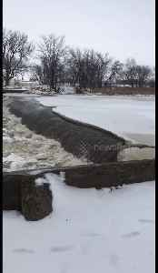 News video: Watch huge sheets of ice break off of the Big Sioux River