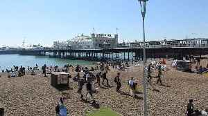 News video: Parts of UK experience hottest April day in almost 70 years