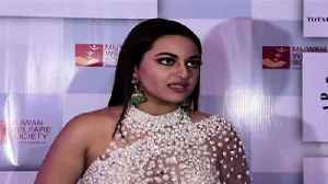 News video: Sonakshi Sinha and other Bollywood Celebs Comment on Asifa Case.