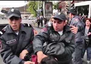 News video: Armenian Demonstrators Wrestle With Police as Anti-PM Protests Enter 8th Day