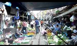 News video: This Market In Bangkok Is Set Up Right On Active Train Tracks