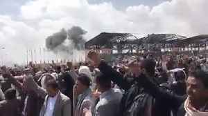News video: Saudi-led air strike hits near funeral of top Houthi official - eyewitnesses