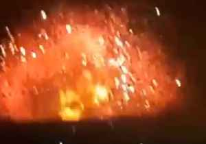 News video: Huge Explosion Seen Following Strike on Syrian Military Base in Hama