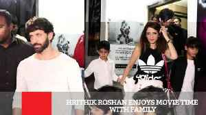 News video: Hrithik Roshan Enjoys Movie Time With Family
