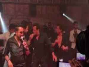 News video: Salman Khan and Shah Rukh Khan BURN The Dance Floor At Sonam Kapoors Reception SonamAnandReception