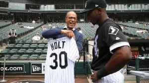News video: Lester Holt throws out first pitch at White Sox game