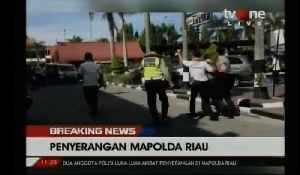 News video: Militants armed with swords attack Indonesian police station