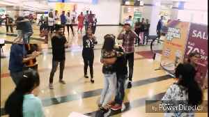 News video: Beautiful Flash Mob Turns Into A Romantic Marriage Proposal