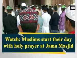 News video: Watch: Muslims start their day with holy prayer at Jama Masjid
