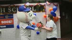 News video: Teen Takes Prom Photos with New York Mets After Request Gets 500K Retweets
