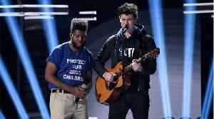 News video: Shawn Mendes, Khalid Pay Tribute To Gun Violence Victims
