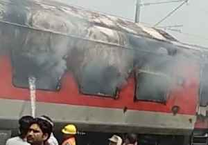 News video: Express Train Catches Fire in India