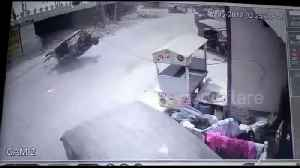 News video: Lucky escape after electricity pole falls on tuk tuk