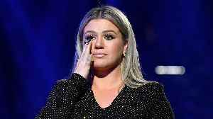 News video: Kelly Clarkson TEARS UP Paying Tribute To Texas School Shooting During 2018 BBMA
