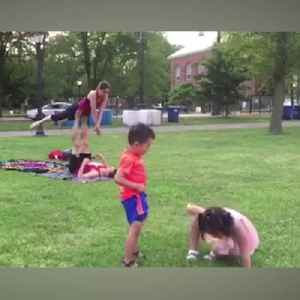 News video: Hilarious Kids Have A Blast Mimicking Yoga Couple In The Park