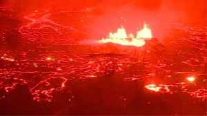 News video: Night View Of Lava Makes Hawaii Look Like An Alien World