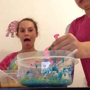 News video: Hilarious Fail While Trying To Make Slime