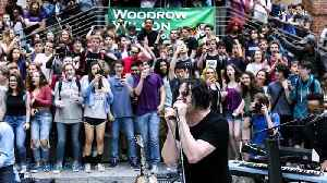 Jack White Surprises High School Students With Impromptu Concert During Lunch [Video]
