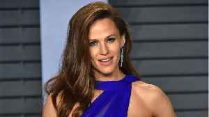 News video: Why Jennifer Garner Wears Sunscreen Daily
