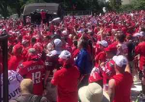 News video: Caps Fans Sing 'We Are The Champions' at National Mall Homecoming