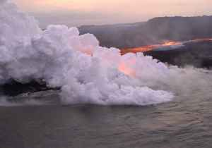 News video: Aerial Footage Shows Lava Flow From Fissure to Hawaiian Coast