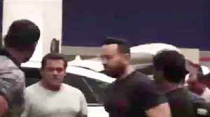 Salman Khan And Jackqueline Spotted on Airport