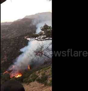 News video: Firefighting helicopters arrive on the site of Hollywood attraction blaze