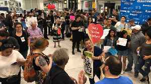 News video: New Yorkers Welcome Immigrant Children to LaGuardia Airport