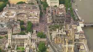 Thousands of protesters demand final Brexit deal vote