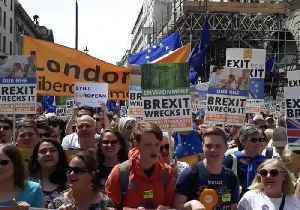 Crowd Chants 'Where's Jeremy Corbyn?' at March For People's Vote on Brexit [Video]