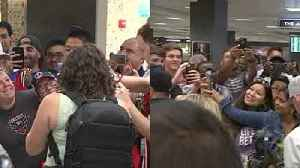 Soccer fans mob Wayne Rooney on his arrival in Washington [Video]
