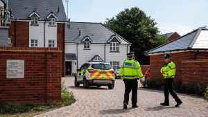 British police investigate collapse of 2 near site of former Russian spy poisoning [Video]