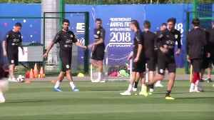 Uruguay's Cavani trains with team, as France loom [Video]