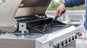 Grill Cleaning 101: 3 Amazing Hacks To Clean Your BBQ Grill Like a Pro [Video]